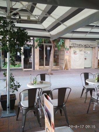 Delizia Cafe