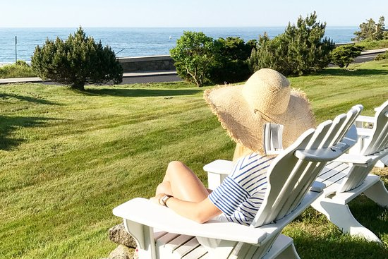 Cape Arundel Inn & Resort: Enjoy the art of doing nothing at all other than gazing at the ocean