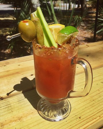 Bald Head Island, Carolina del Norte: Bloody Mary's from the Maritime Market's Ice Cream Shop and bar.