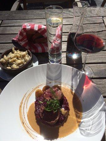 Guttannen, İsviçre: Leckeres Hirschfilet im Speckmantel
