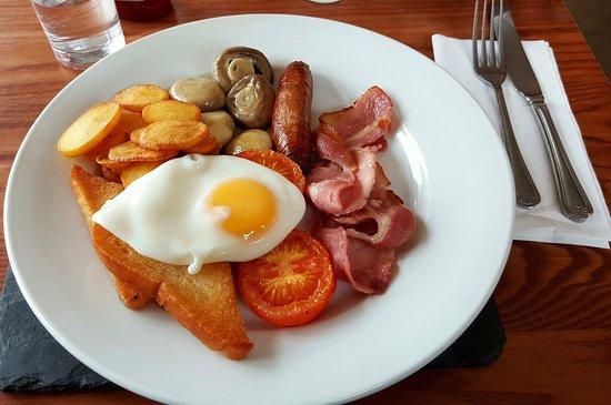Newport -Trefdraeth, UK: Breakfast at Morawelon