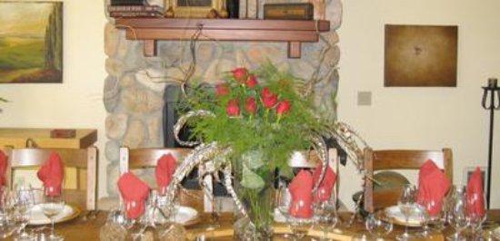 Natalies Estate Winery: Intimate tasting room