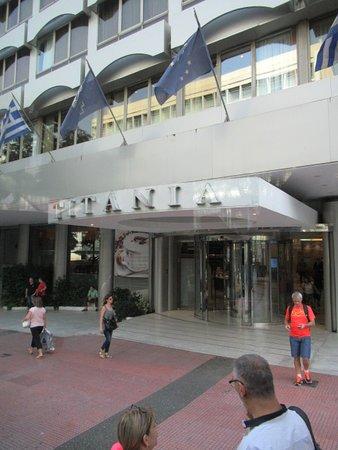 Titania Hotel: Frente del hotel