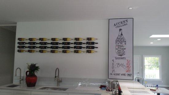 Dahlonega, GA: tasting room bar