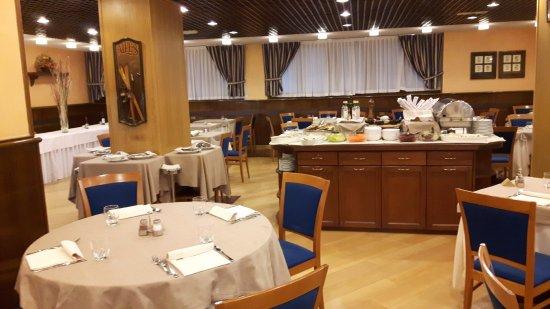 Hotel Les Jumeaux Courmayeur: La sala ristorante