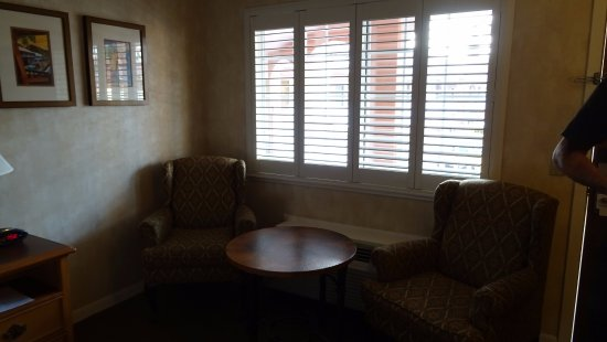Best Western Plus El Rancho Inn: comfy armchairs to relax in after a long flight