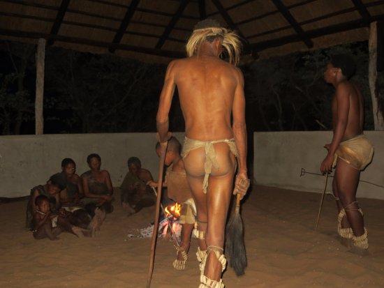 Ghanzi, Botswana: Dança
