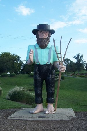Amish farmer statue - Picture of Hershey Farm Restaurant