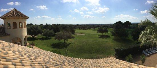Sant Jordi, Ισπανία: Los apartamentos Village Golf, a 50 metros de la casa club y situados en el green del hoyo 9