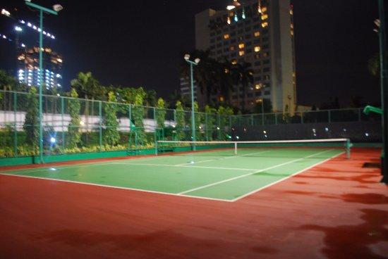 Puri Casablanca Serviced Apartment: ملعب التنس الأرضي