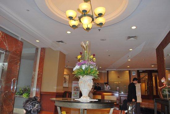 Puri Casablanca Serviced Apartment: البهو في الفندق