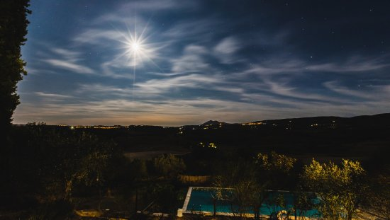 Podereilbiancospino: Moon over the Pool