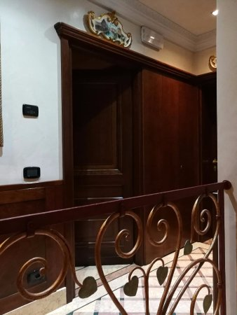 La Palazzina Veneziana: Our room is located in the middle, after the stairs turn right