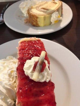 Abergavenny, UK: Lemon roulade and strawberry gateau