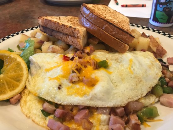 Black Bear Diner: Denver omelette