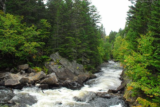 Pittsburg, Nueva Hampshire: Nearby Falls to the River Trail