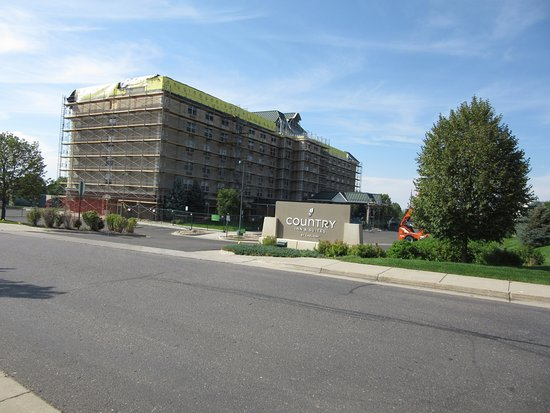 Country Inn & Suites By Radisson, Denver International Airport: August 2017, hotel accepts guests while being under construction