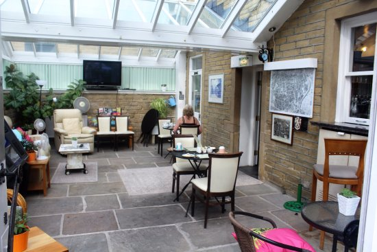 Huddersfield Central Lodge Hotel: Beautiful conservatory which can be an optional dining room