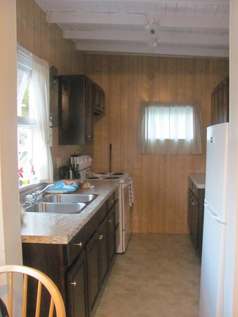 Trinity Cabins: kitchen with full fridge and stove