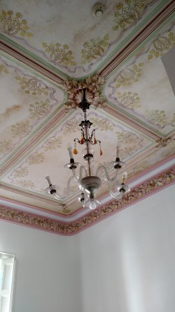 Hotel El Xalet: Ceiling of double room with original decor