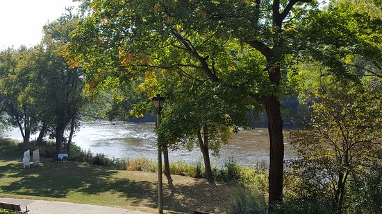 The Milwaukee River - Picture of Hubbard Park Lodge, Milwaukee ...