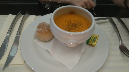 Vincenzos: Soup of the day tomato