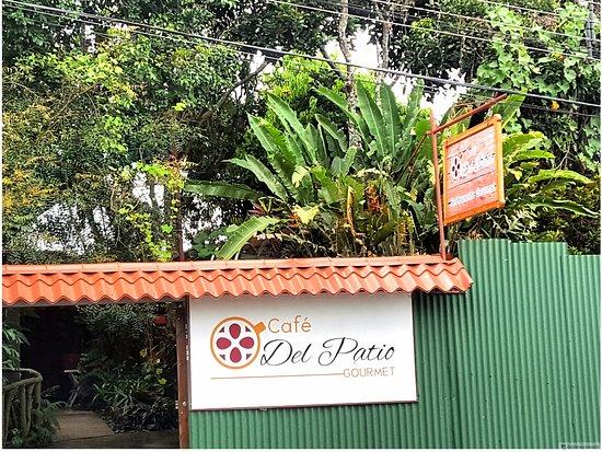 Grecia, Costa Rica: Fachada principal de Café Del Patio.
