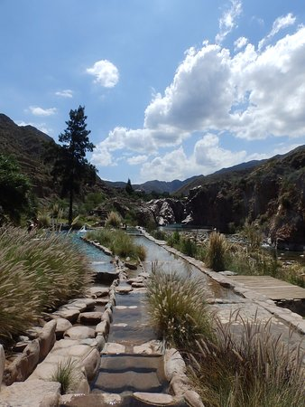 Termas Cacheuta - Terma Spa Full Day: Piletas de diferentes temperaturas en Spa termas de Cacheuta ,la vista es relajante