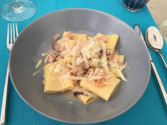 Palace Hotel Villa Cortine: Paccheri with cheek pork meat, onions in a butter wine wine reduction with pecorino cheese. WOW!