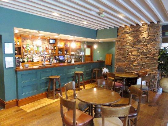 The bar at The Dalmore Inn - Blairgowrie, Scotland (05/Sept/17).