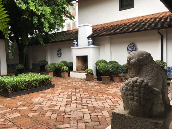 Rachamankha : Beautiful, secluded courtyard boutique hotel in Chiang Mai. The deluxe bedrooms are a luxurious