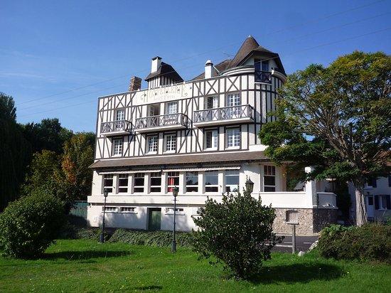 Saint-Pierre-du-Vauvray, Prancis: La bâtisse côté Seine
