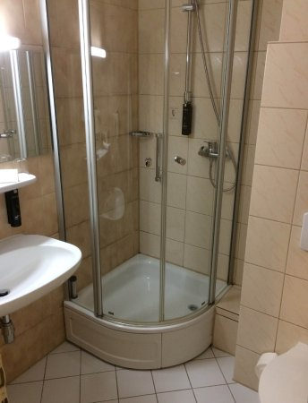 Langen, Germania: Shower had mould on the sealant