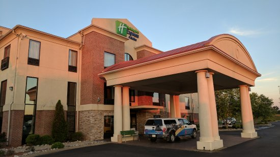 Holiday Inn Express Hotel & Suites Franklin: Entrance