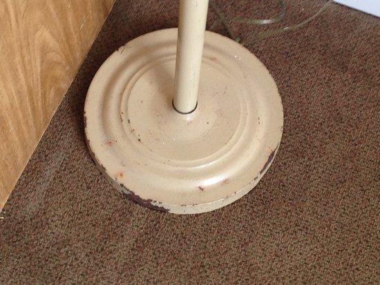 Ocean 7: rusty lamp base