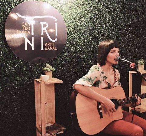 Provincia de Alajuela, Costa Rica: Nana Echeveria, cantando en Trini Gastronomía Artesanal
