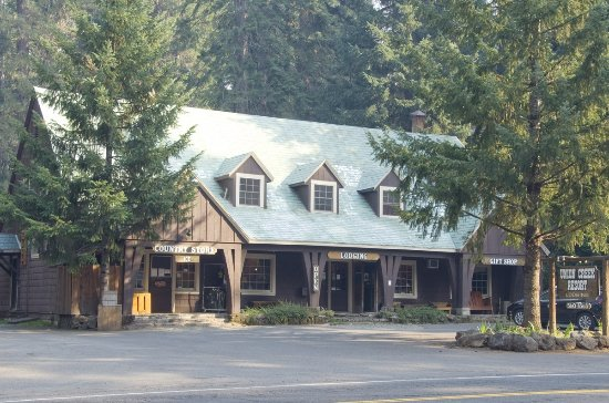 Prospect, OR : The main lodge at Union Creek Resort had a small grocery and gift shop, and lots of useful info.