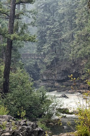 Prospect, OR: We fell in love with Rogue River at Natural Bridge, just a mile from Union Creek Resort.