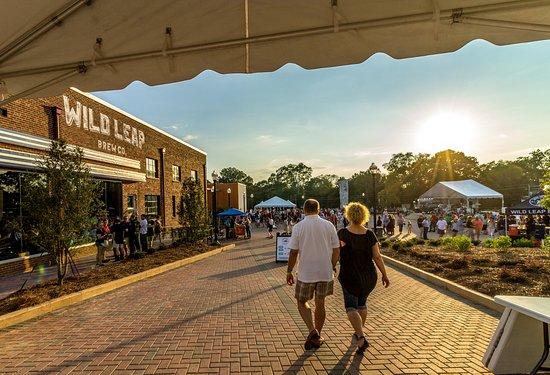 LaGrange, GA: Entrance to the Plaza