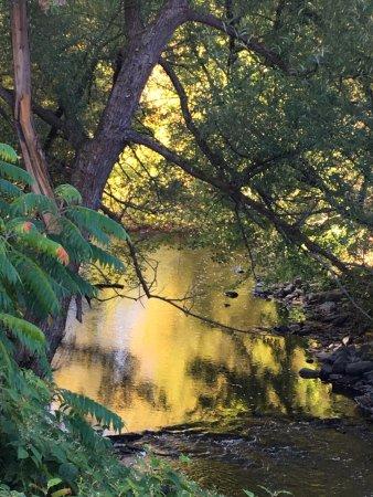 Gîte Au Chant de l'Onde: Rivière aux Brochets près du gite