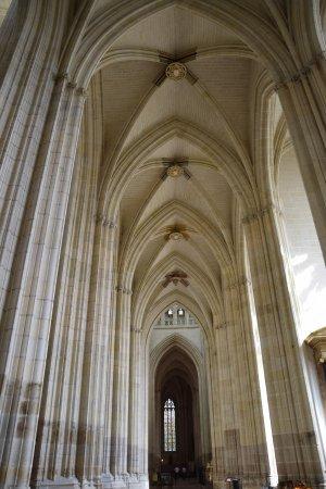 Cathédrale de Saint-Pierre et Saint-Paul : Arches