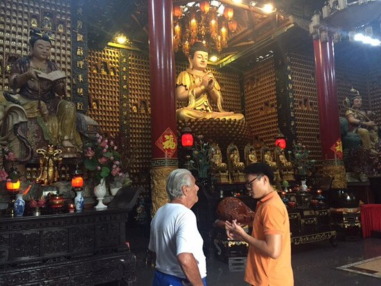 Chua Van Phat - Temple of Ten Thousand Buddhas: 10,000 Buddhas Temple in HCMC!