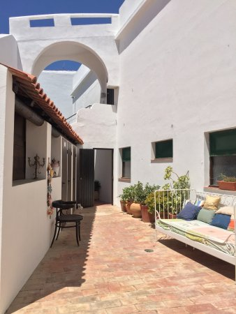 Hostel casa dos arcos reviews price comparison - Hostel casa dos arcos ...