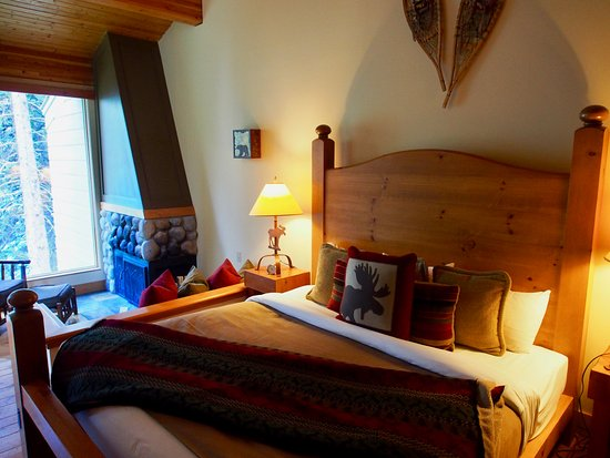 Moraine Lake Lodge: Our King Cabin