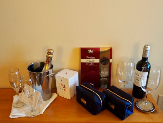 Moraine Lake Lodge: Our welcome gift!