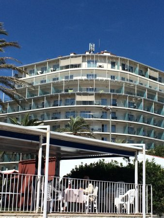 Hotel Calipolis: My room has the sun shades down on the top floor.