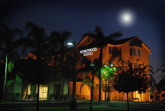 Homewood Suites by Hilton Bakersfield: Twilight