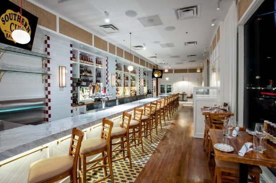 Hilton Chicago/Magnificent Mile Suites: Southern Cut BBQ Bar
