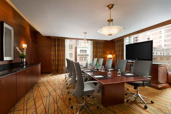 Hilton Chicago/Magnificent Mile Suites: Goldcoast Boardroom