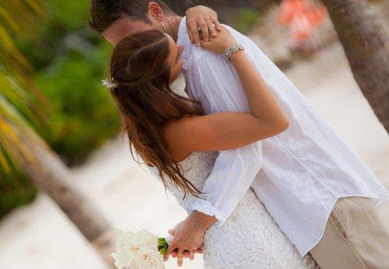Renaissance Aruba Resort & Casino: Beachfront Weddings